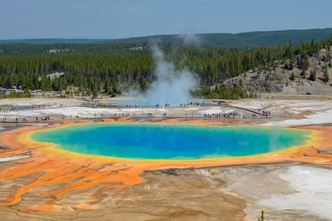 Yellowstone National Park in USA - grand prismatic springs